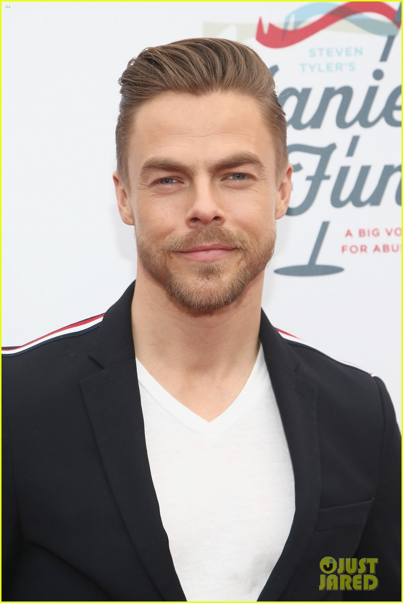 julianne and derek hough make it a family affair steven tylers grammys 2019 viewing party 224236899