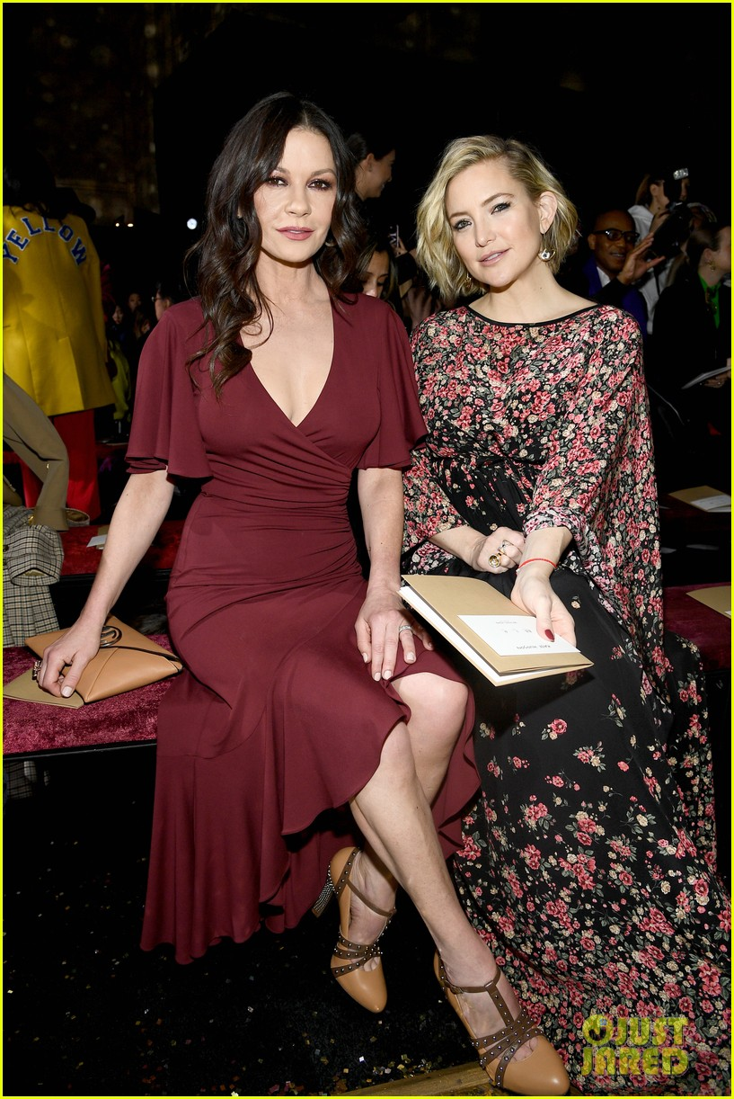 kate hudson priyanka chopra kerry washington sit front row at michael kors nyfw show 03