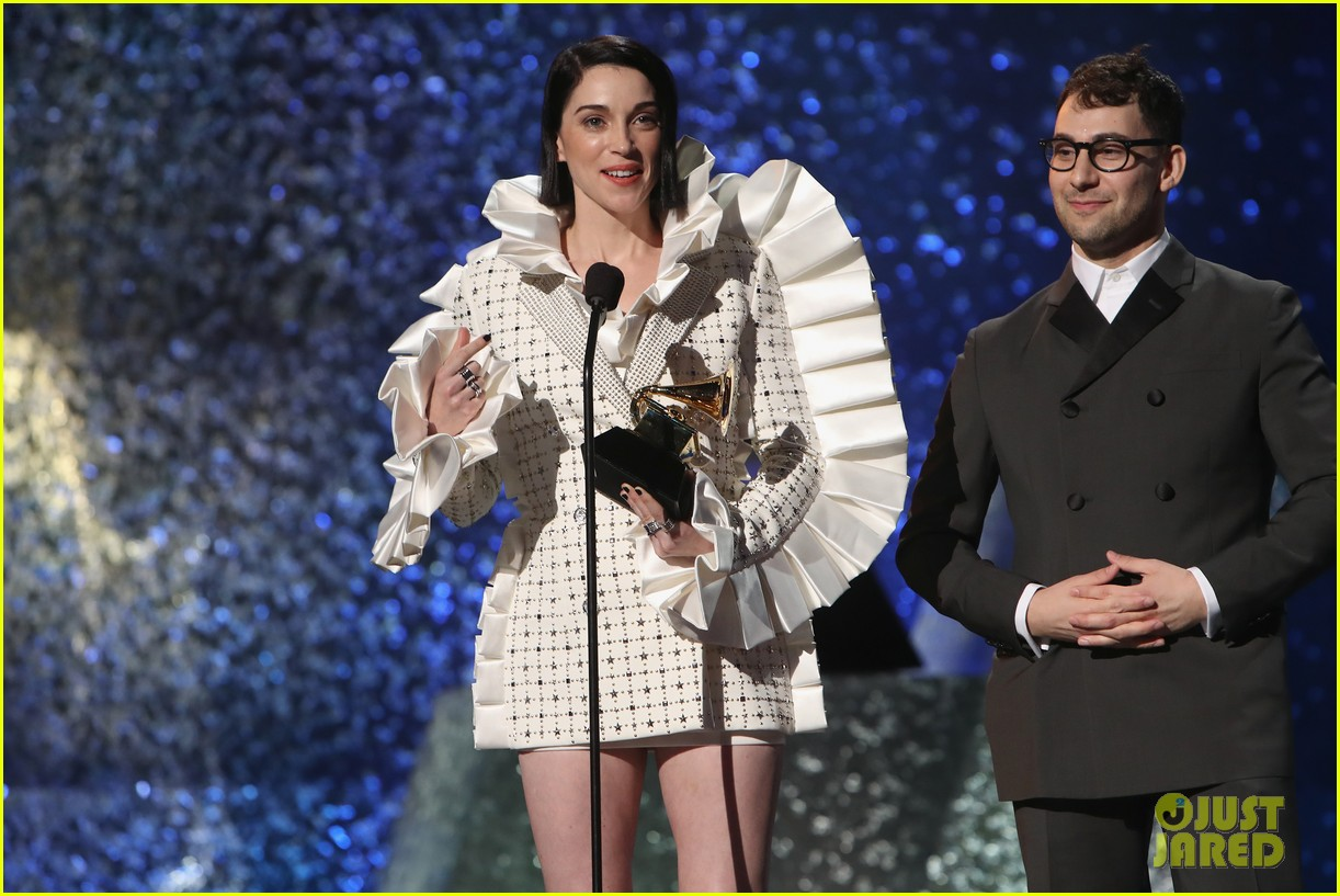 Jack Antonoff & St  Vincent Pose With Their Best Rock Song Grammy at
