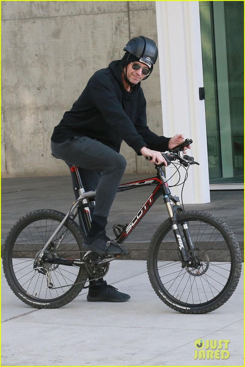hugh jackman rides his bike around nyc 014225785