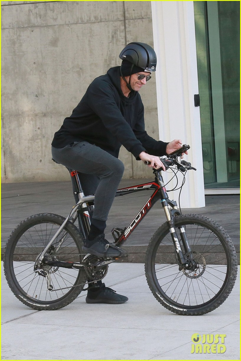 hugh jackman rides his bike around nyc 034225787