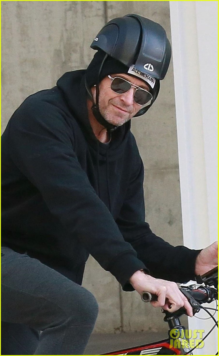 hugh jackman rides his bike around nyc 044225788