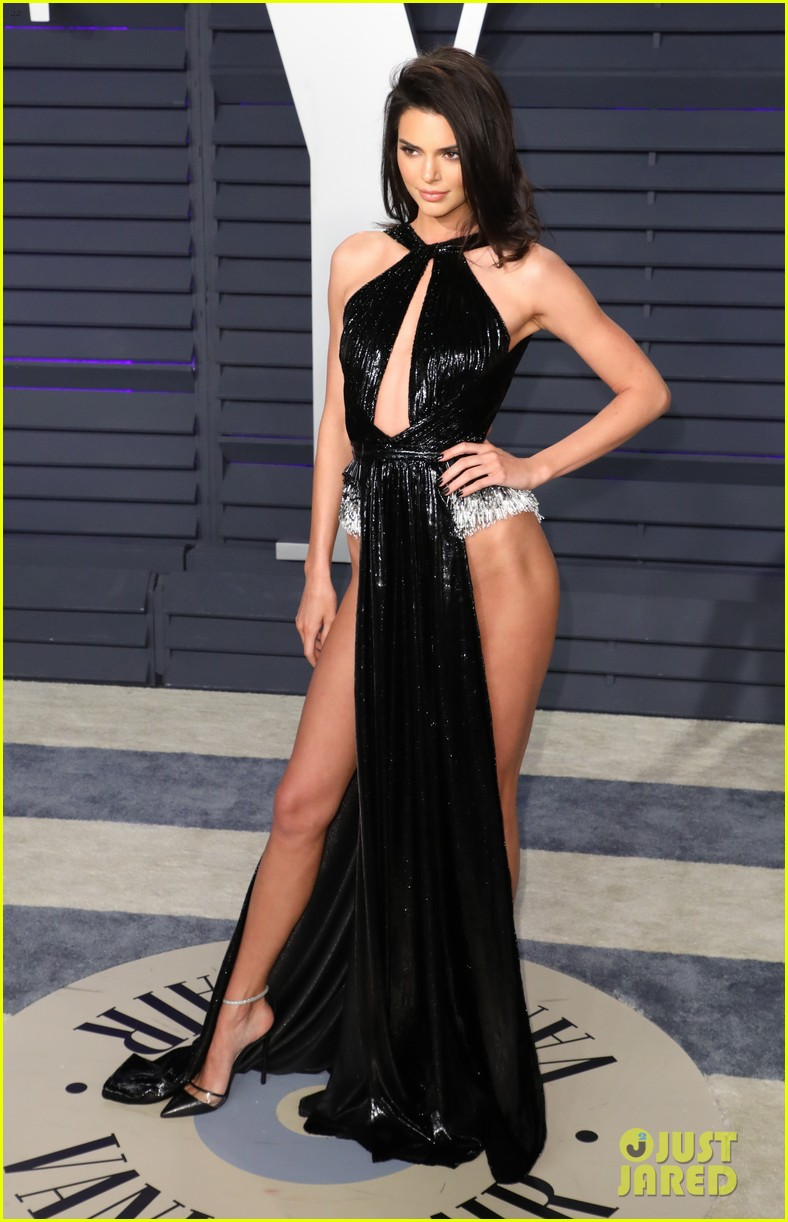 Kendall Jenner S Oscars 2019 Party Look Leaves Little To
