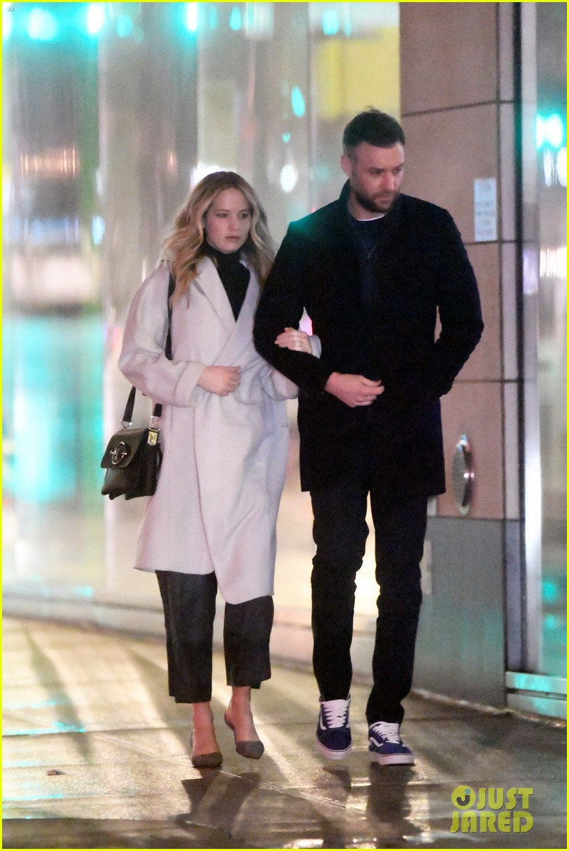 jennifer lawrence fiance cooke maroney meet up with friends nyc 014244113