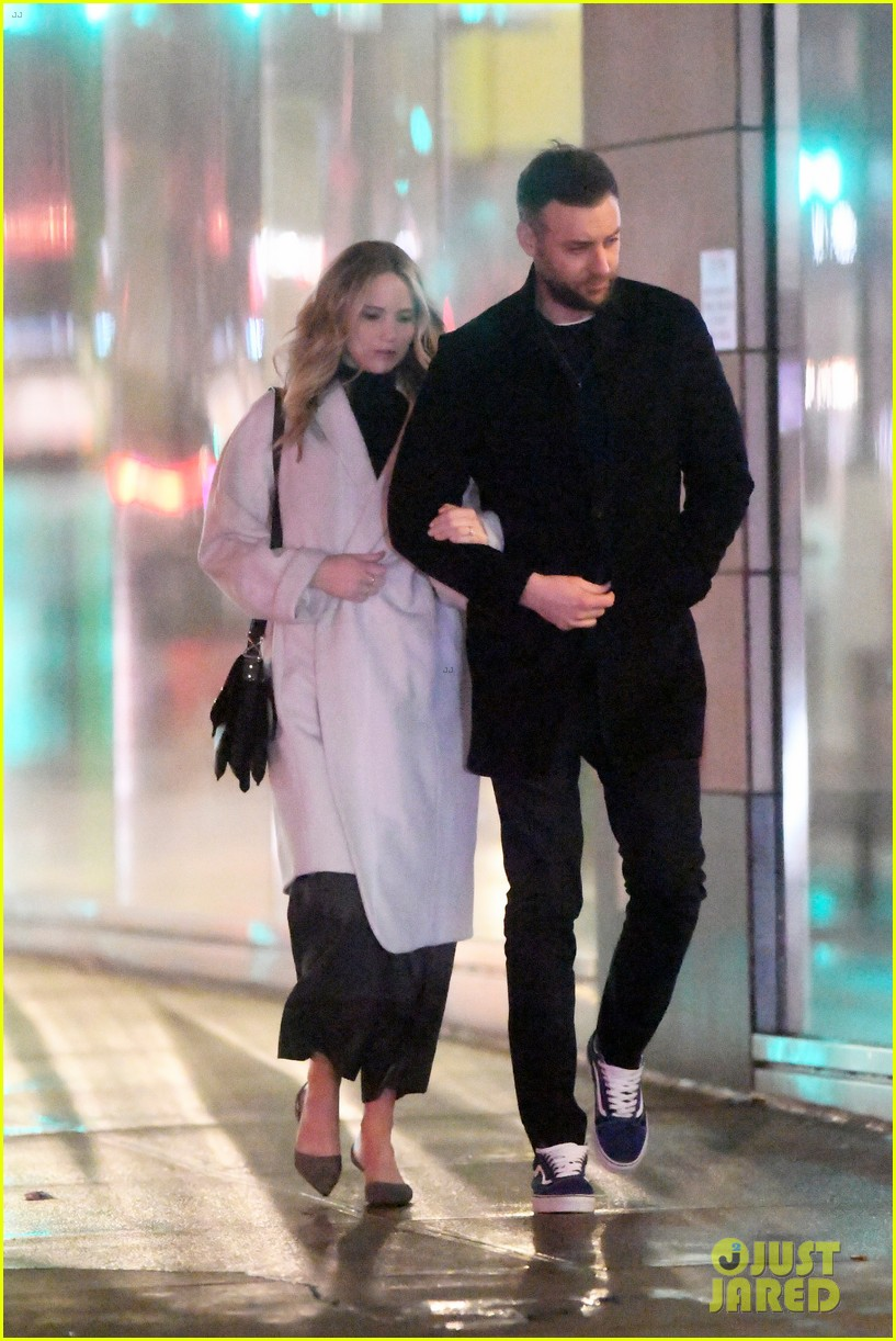 jennifer lawrence fiance cooke maroney meet up with friends nyc 044244116