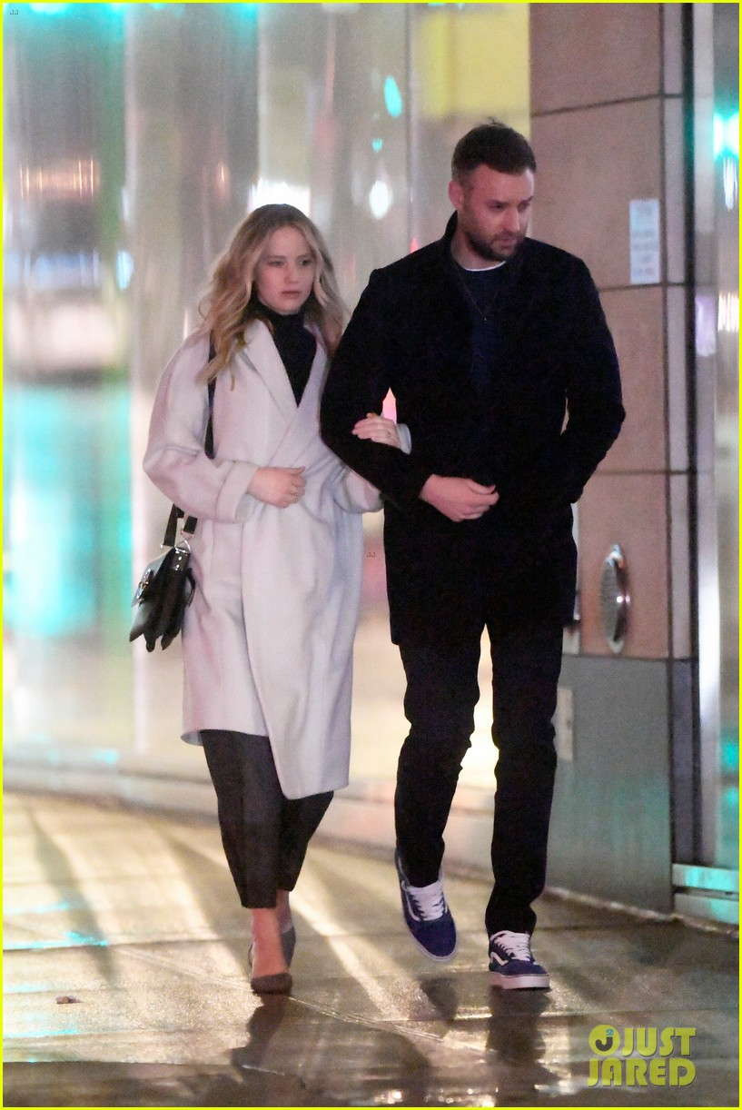 jennifer lawrence fiance cooke maroney meet up with friends nyc 084244120