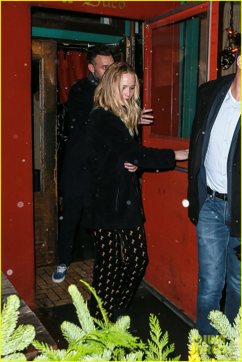 jennifer lawrence fiance cooke maroney after confirming engagement 094224906