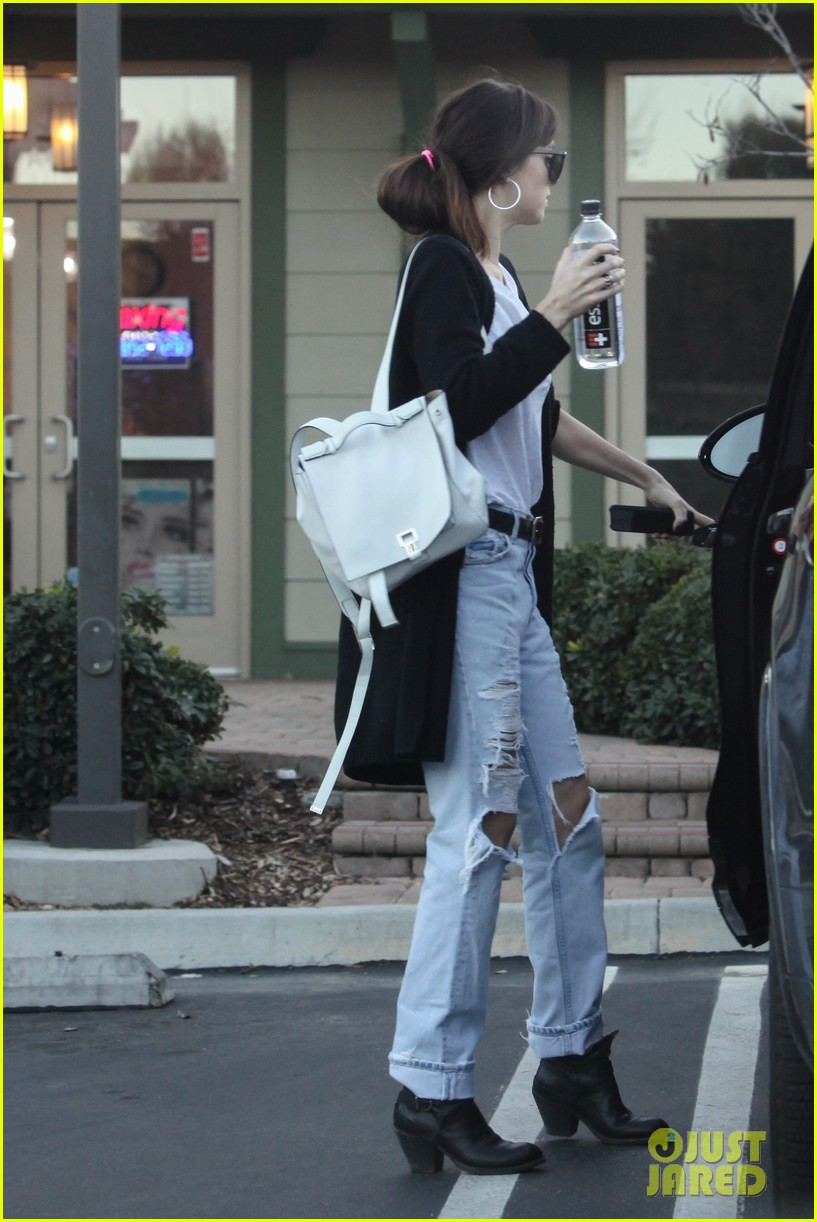 dakota johnson rocks ripped jeans to the nail salon 05