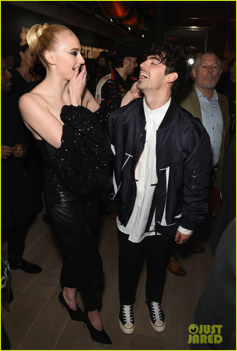 sophie turner joe jonas couple up at republic records grammys after party 014237165