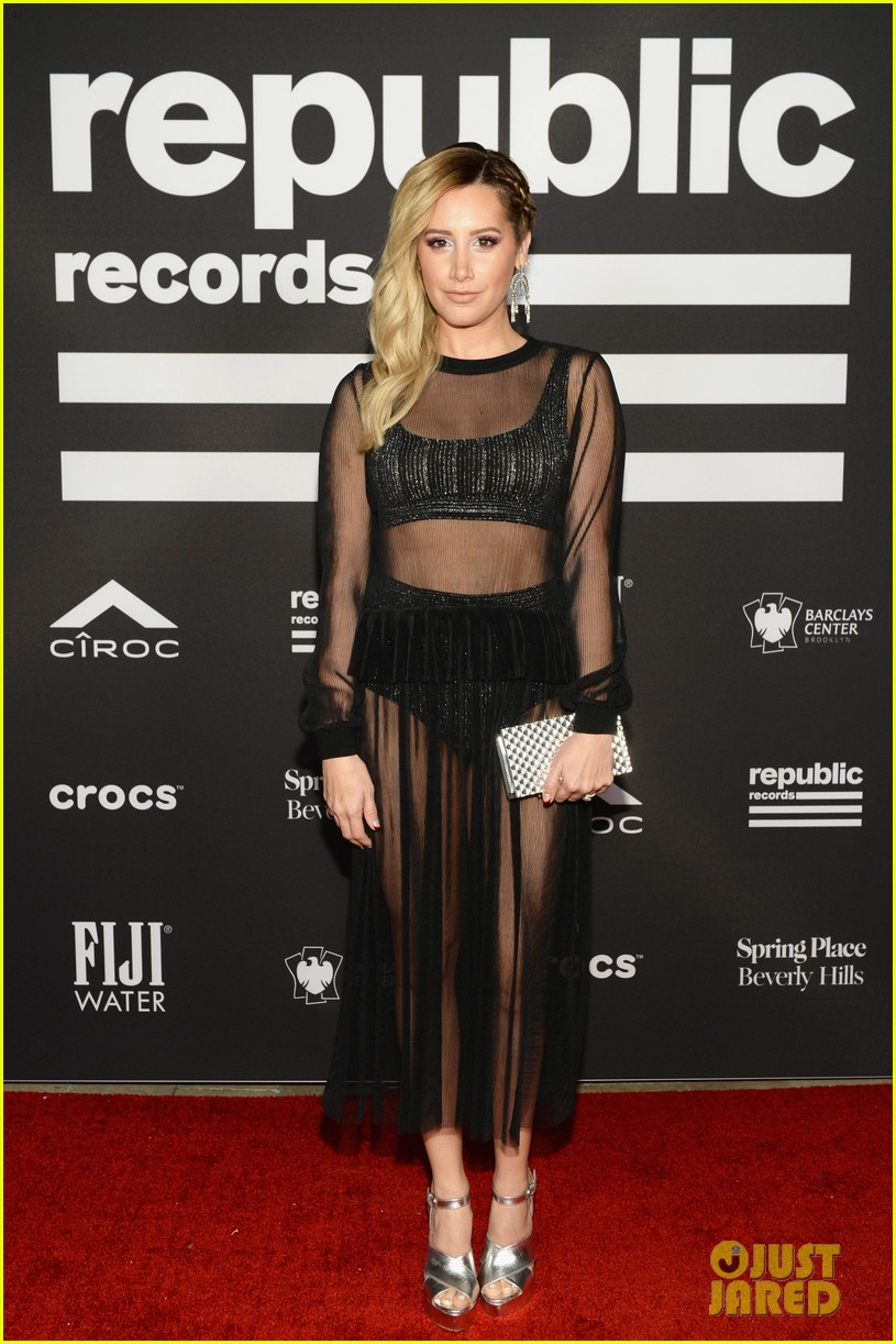 sophie turner joe jonas couple up at republic records grammys after party 034237167