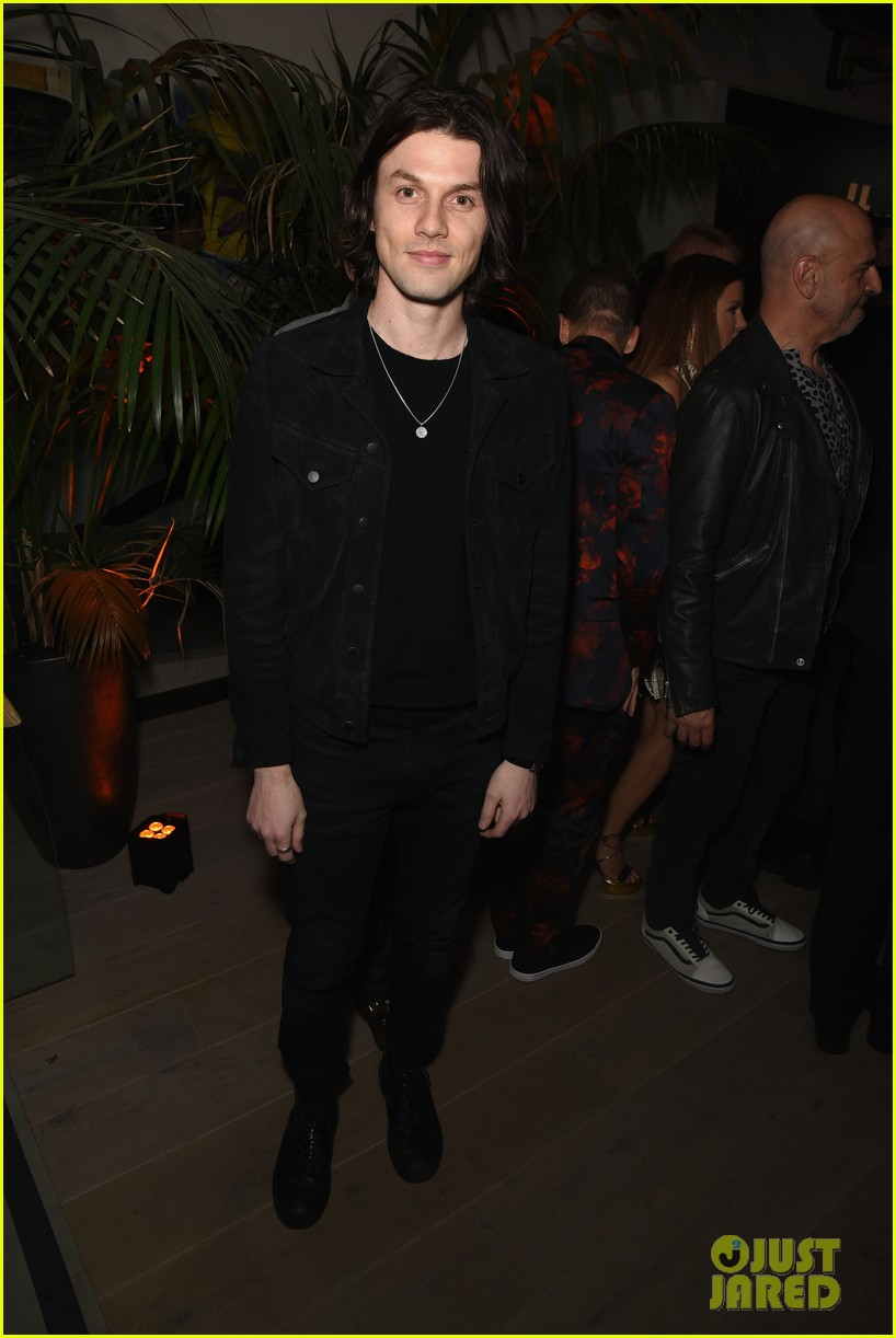 sophie turner joe jonas couple up at republic records grammys after party 084237172