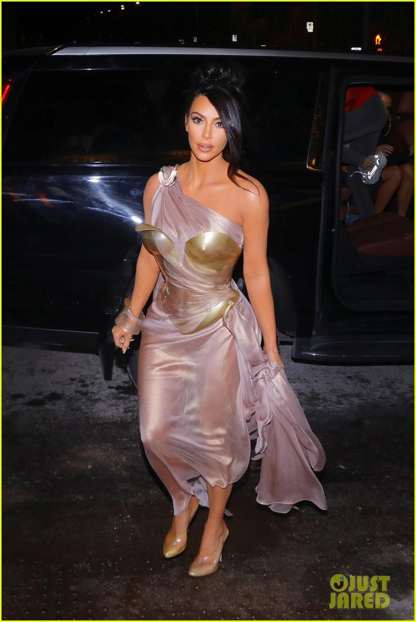 kim kardashian arrives at thierry mugler exhibition opening in montreal 034248082