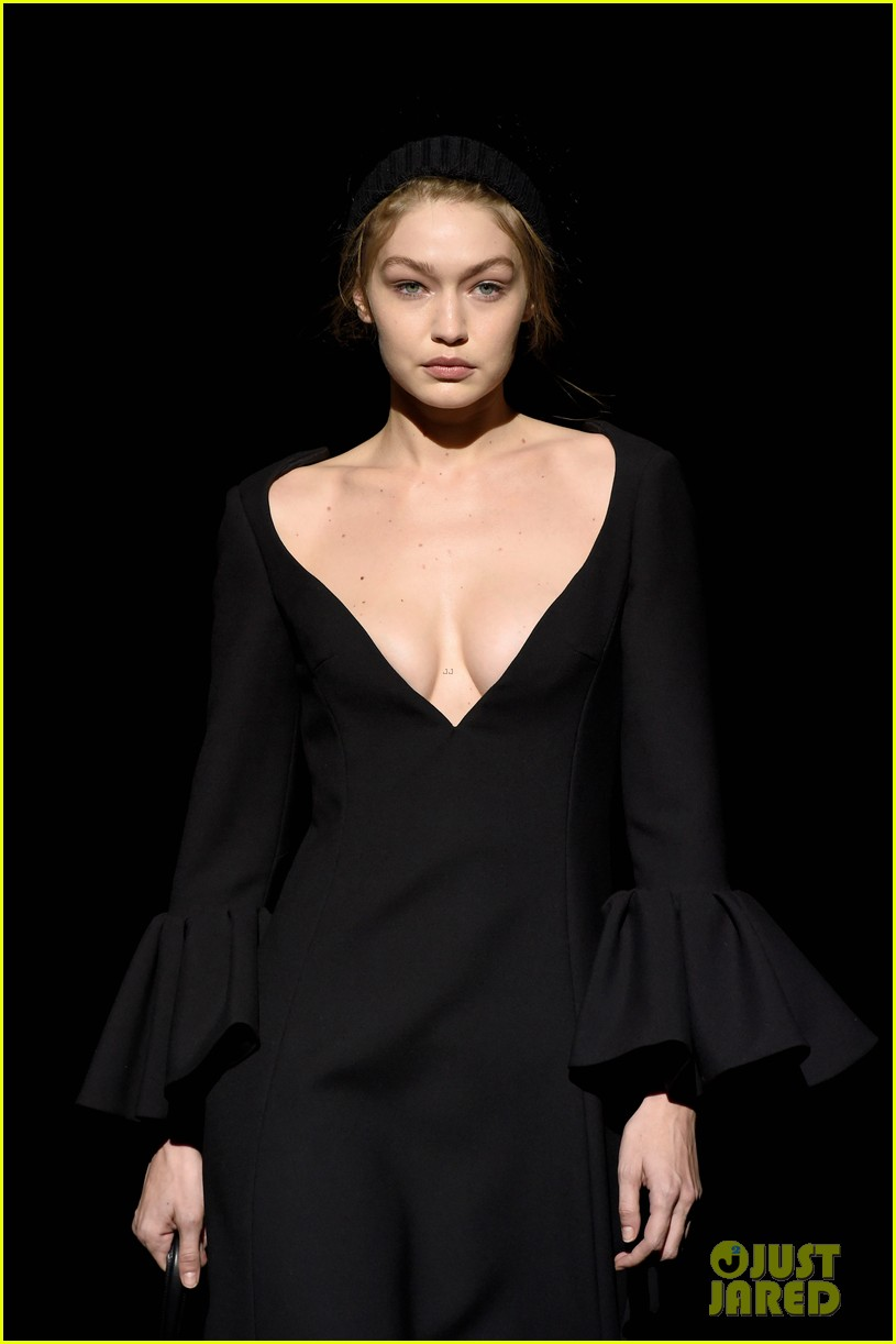 gigi hadid christy turlington karlie kloss walk marc jacobs nyfw show 14