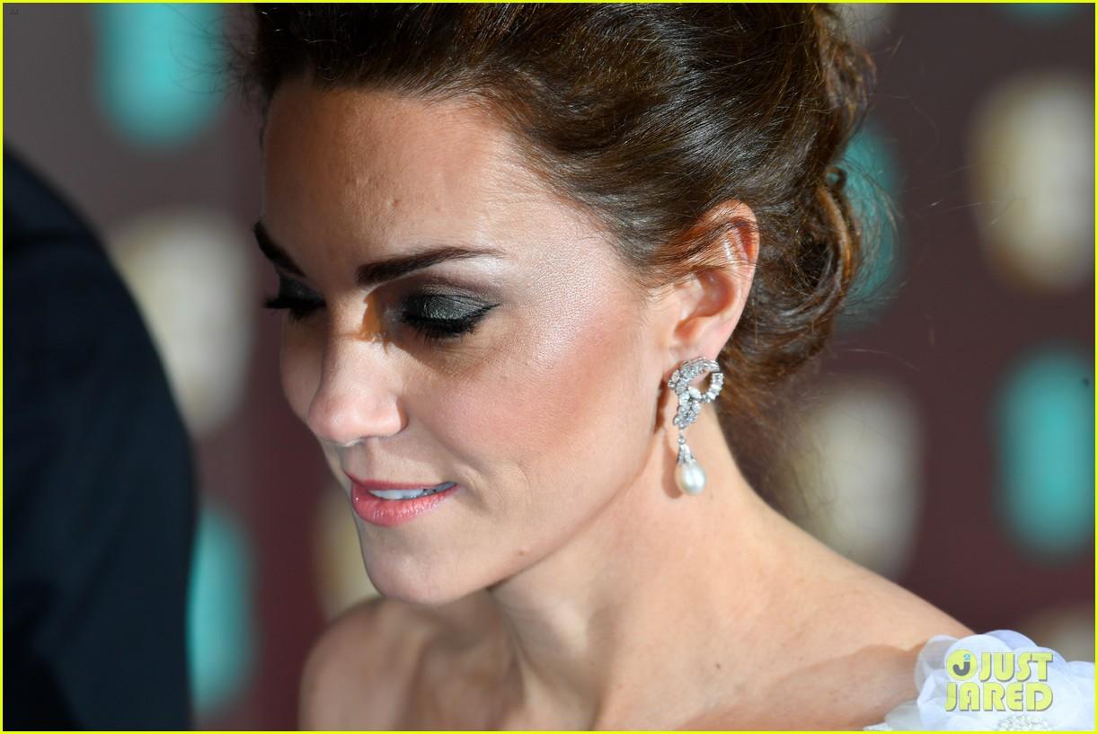 Kate Middleton Looks Stunning In One Shoulder Dress At