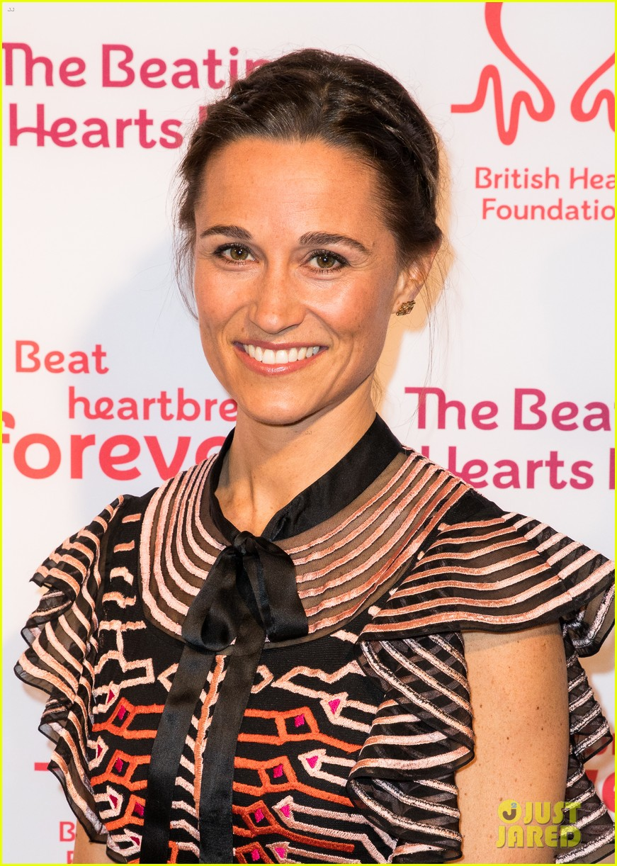 kate pippa middleton separate events 05