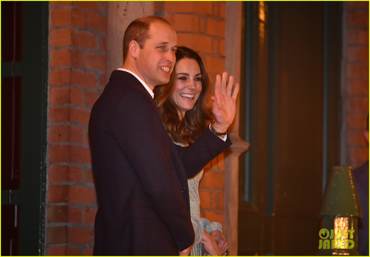 kate pippa middleton separate events 16