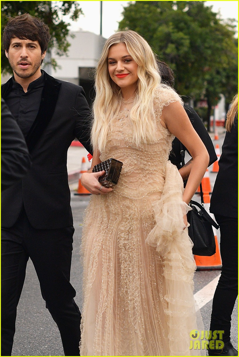 kelsea ballerini morgan evans grammys red carpet 074236373