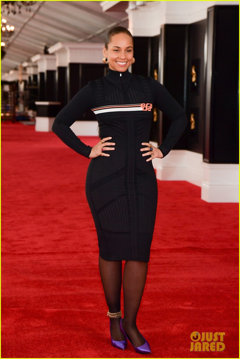 alicia keys rolls out grammys red carpet 014225299