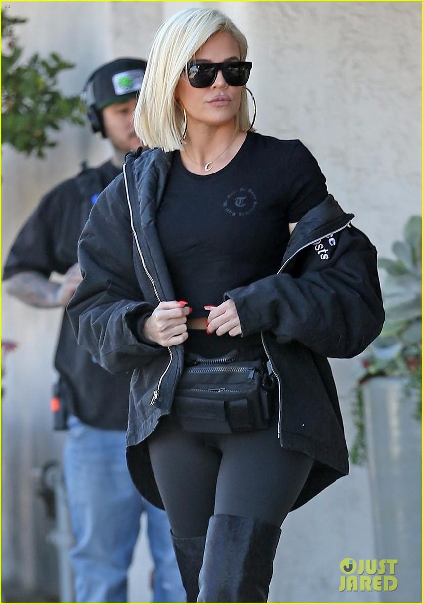 khloe kardashian shares niece penelope first haircut 05
