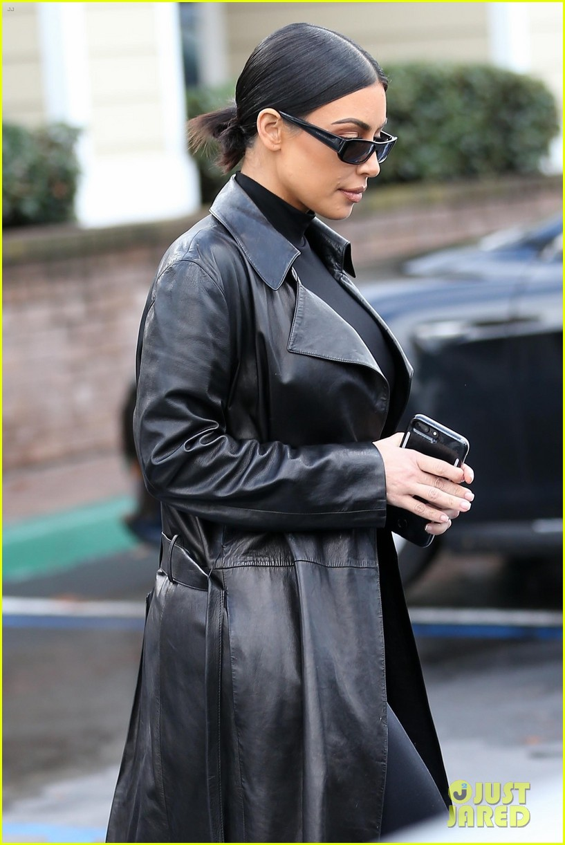 kim kardashian responds to bad skin day headline referring to these photos 024223644