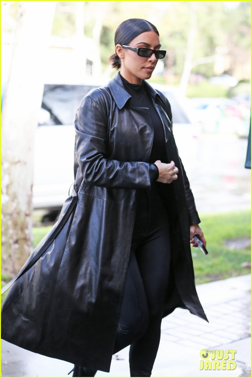 kim kardashian responds to bad skin day headline referring to these photos 054223647