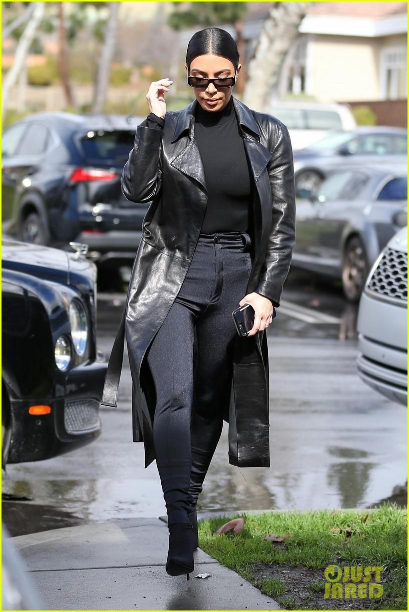 kim kardashian responds to bad skin day headline referring to these photos 064223648