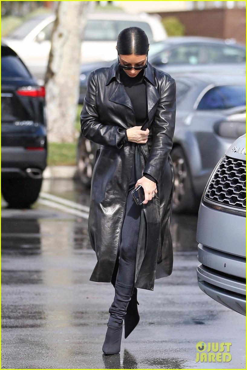 kim kardashian responds to bad skin day headline referring to these photos 084223650