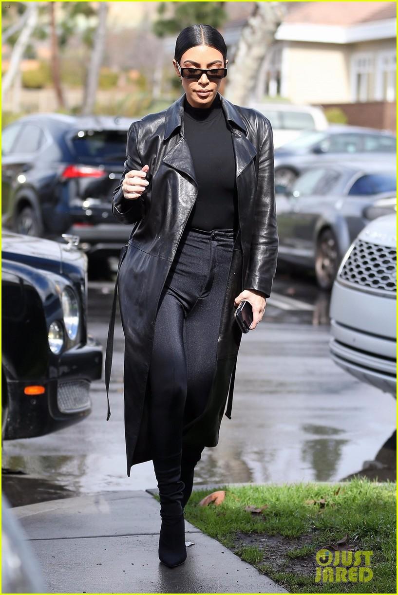 kim kardashian responds to bad skin day headline referring to these photos 094223651