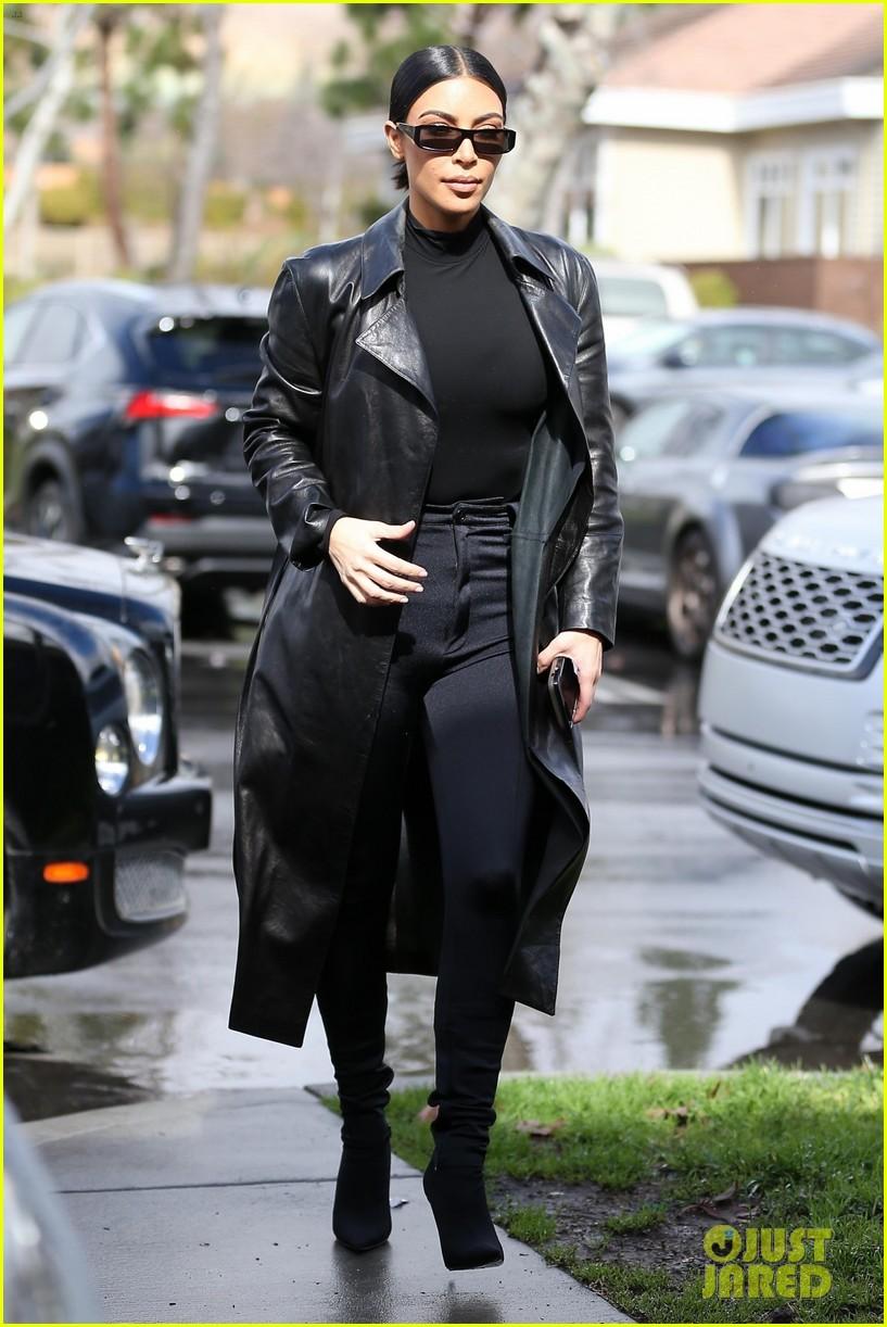 kim kardashian responds to bad skin day headline referring to these photos 104223652