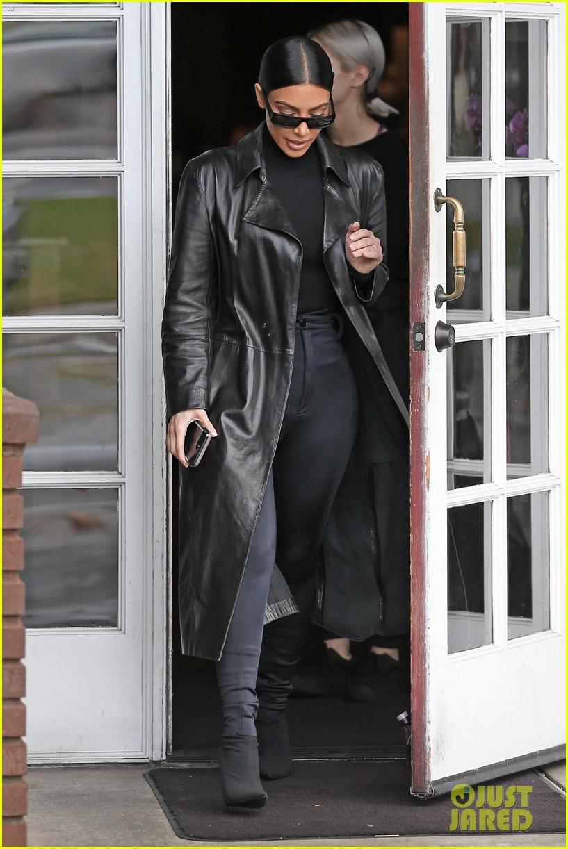 kim kardashian responds to bad skin day headline referring to these photos 174223659