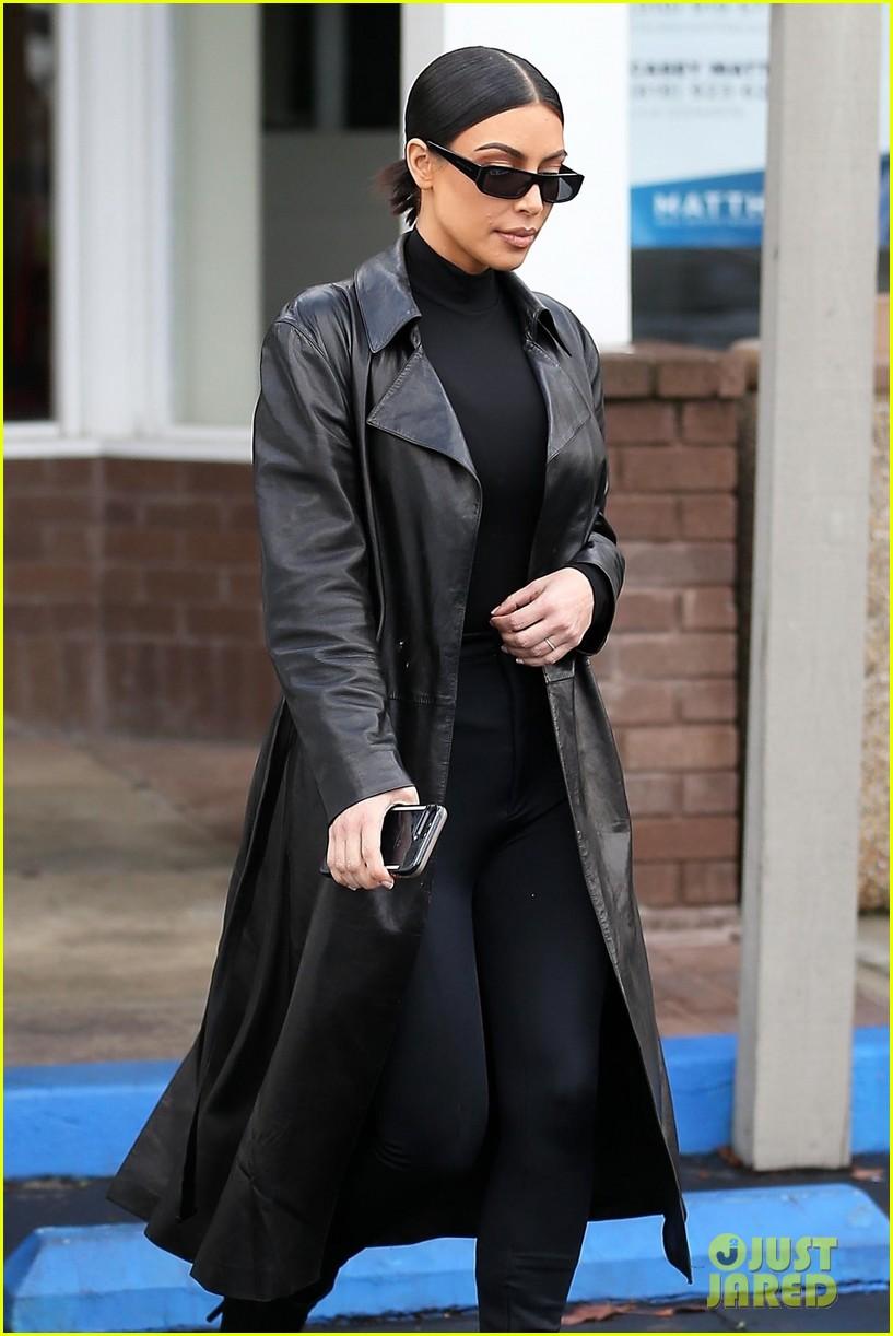 kim kardashian responds to bad skin day headline referring to these photos 224223664