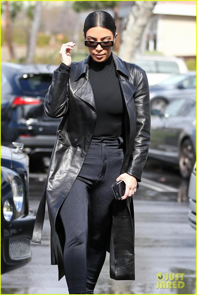 kim kardashian responds to bad skin day headline referring to these photos 294223671