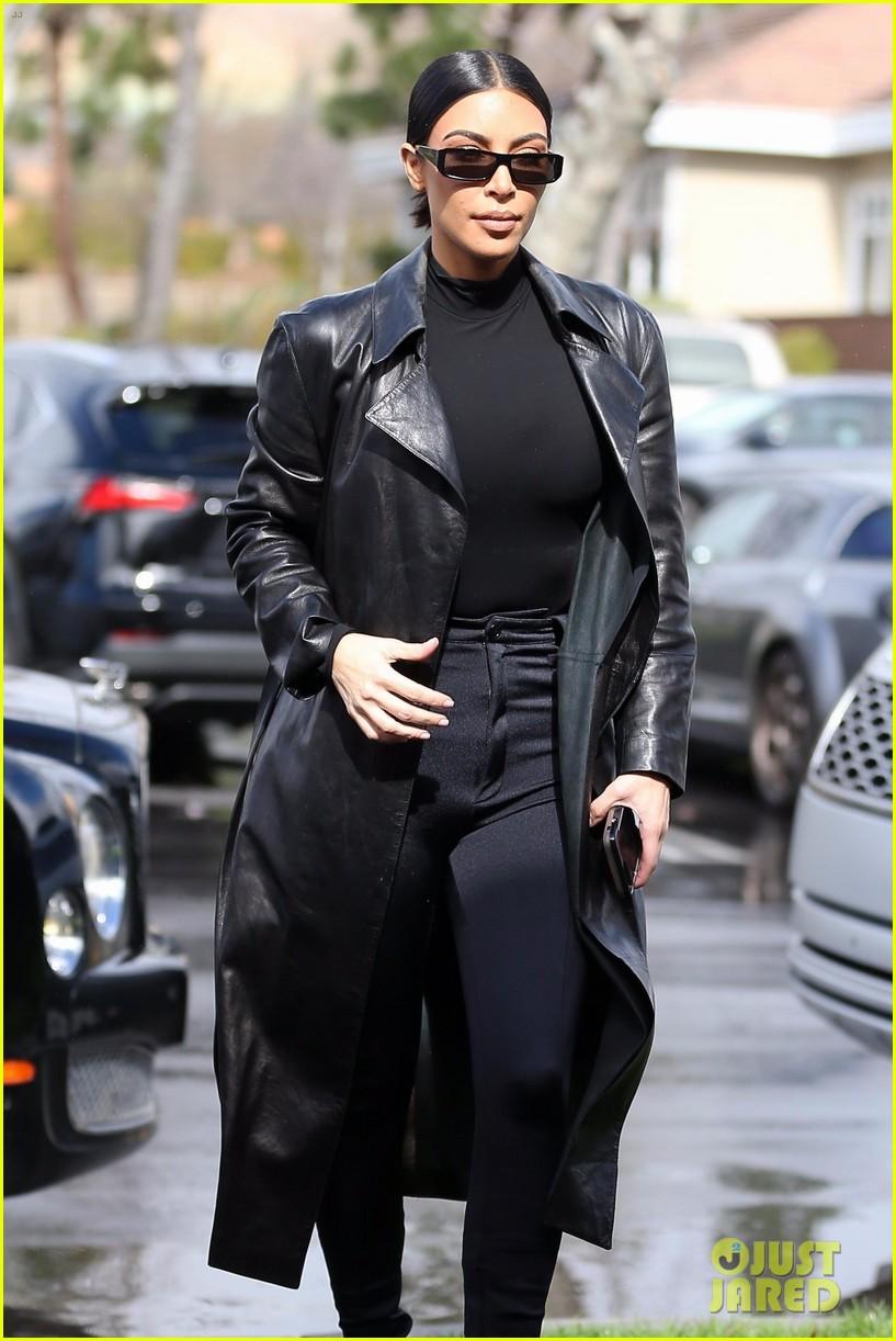 kim kardashian responds to bad skin day headline referring to these photos 314223673