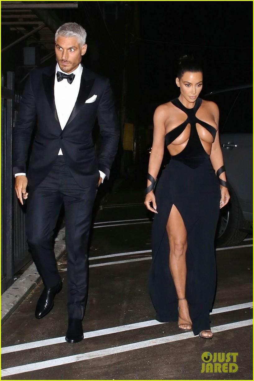 ed313ca7fa7 Kim Kardashian Wears Super Sexy Dress to Hollywood Beauty Awards 2019!