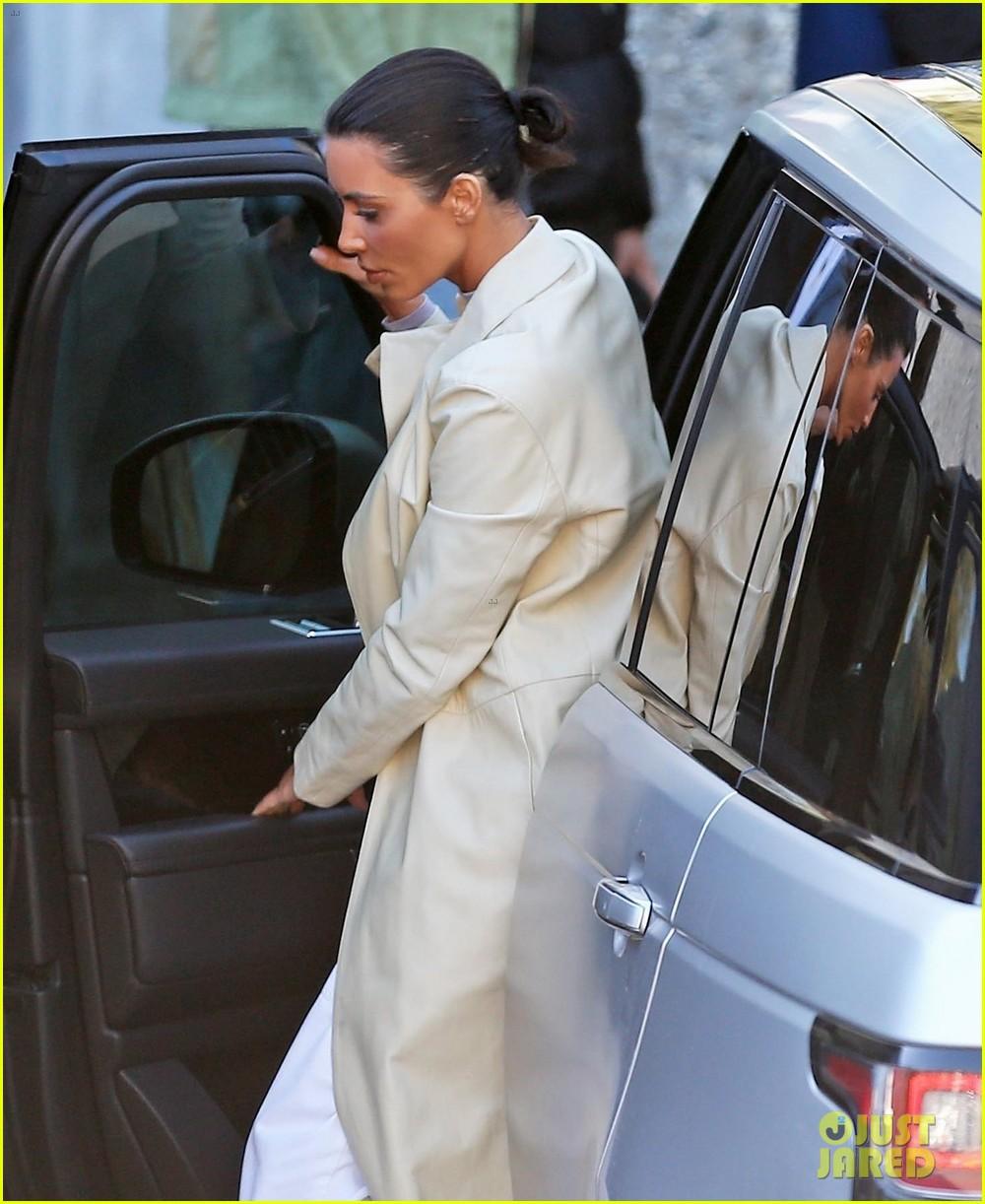 kim kardashian calabasas february 2019 03