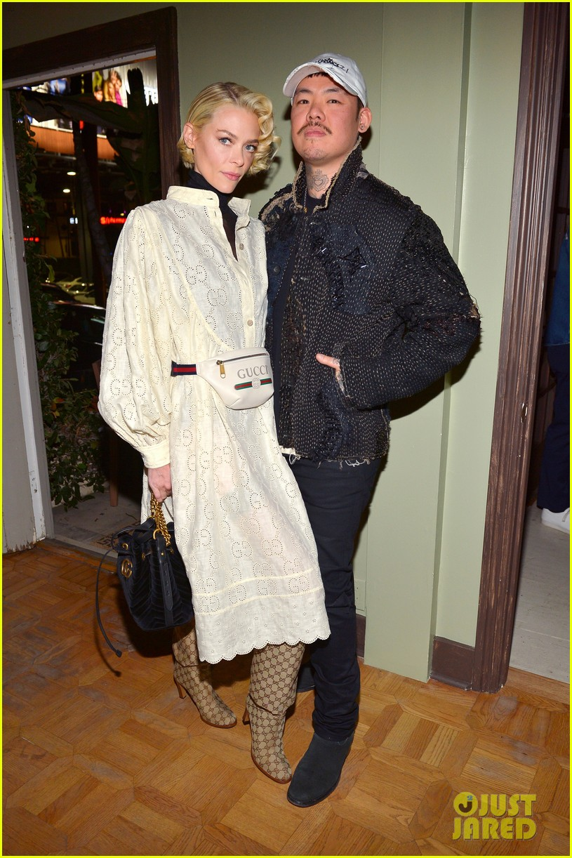 jaime king supports dr woo at frieze l a celebreation 014239131