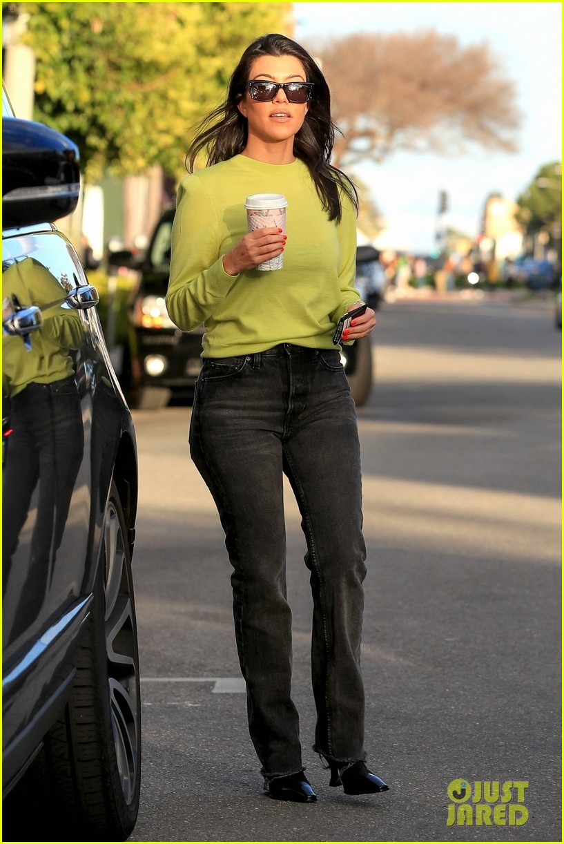 kourtney kardashian goes on coffee run in weho 01