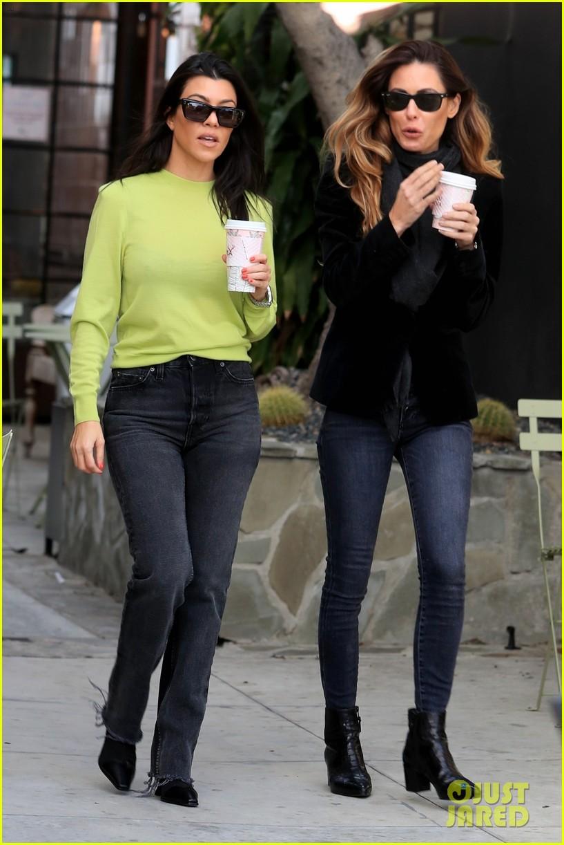 kourtney kardashian goes on coffee run in weho 03