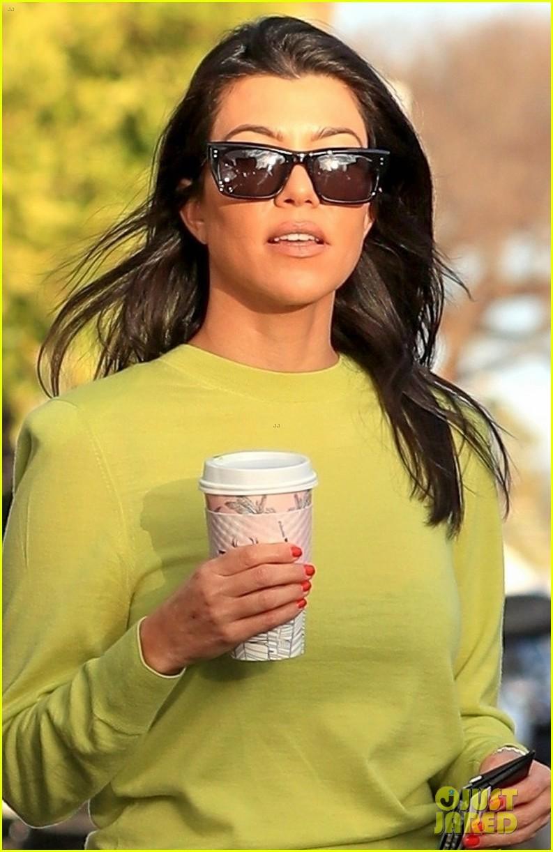 kourtney kardashian goes on coffee run in weho 04
