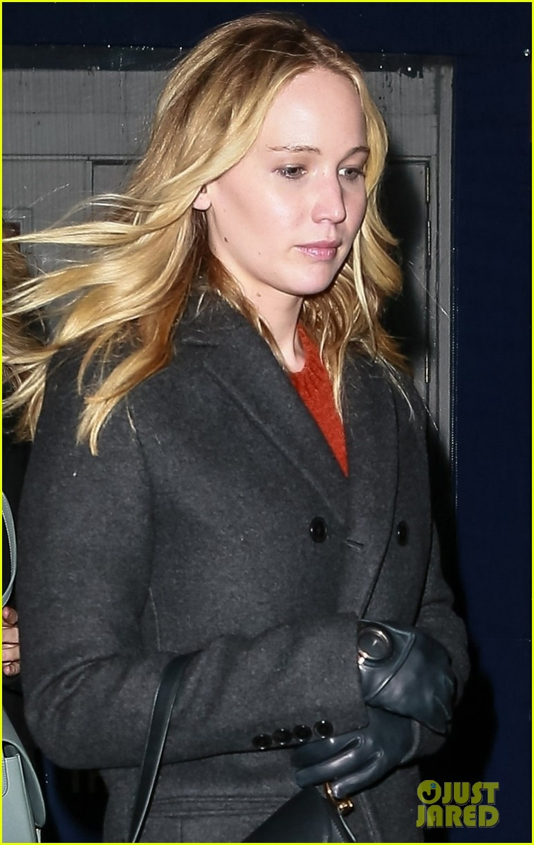 jennifer lawrence covers up engagement ring while out in nyc 024225503