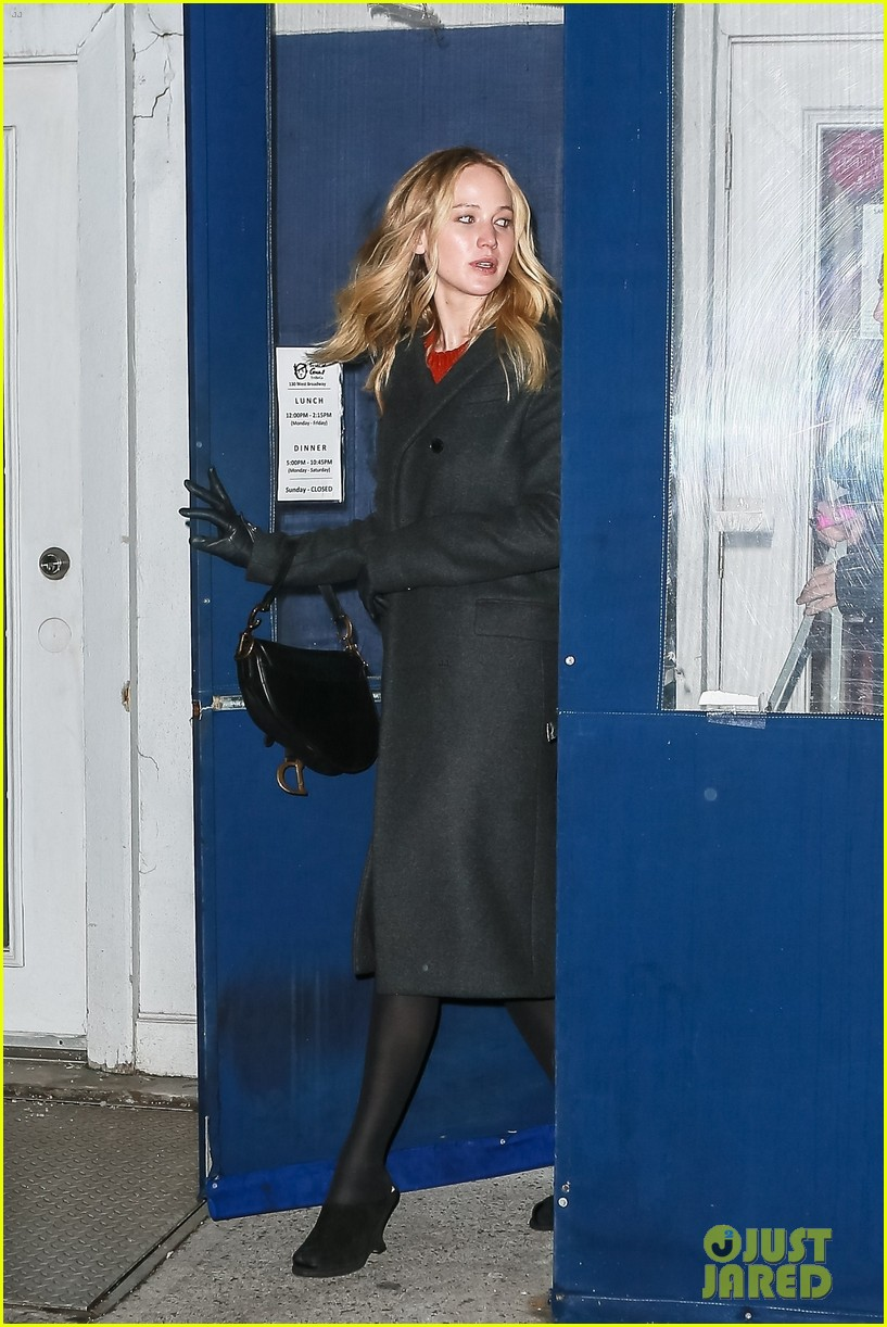 jennifer lawrence covers up engagement ring while out in nyc 034225504