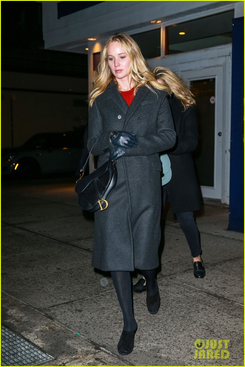 jennifer lawrence covers up engagement ring while out in nyc 074225508