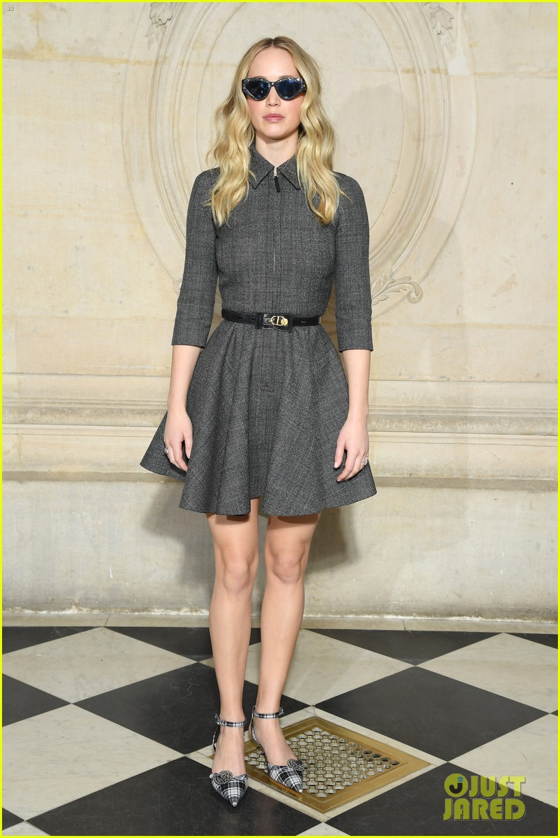 Jennifer Lawrence Flashes Her Engagement Ring at Christian ...