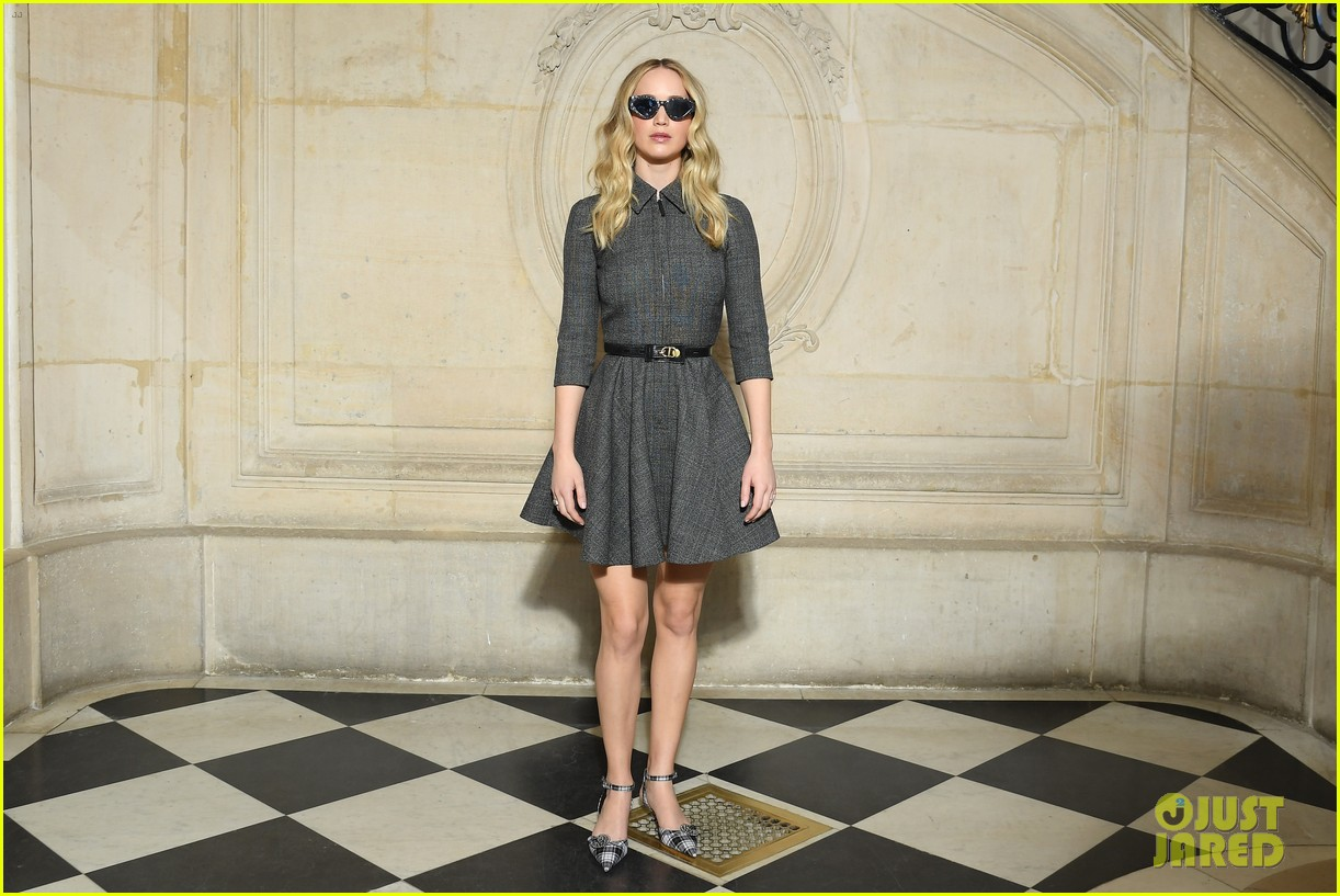 jennifer lawrence christian dior show 044248261