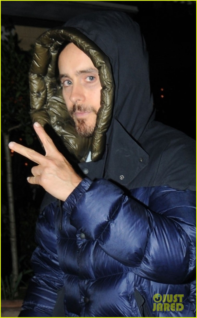 jared leto tosses up the peace sign while out london 044249112