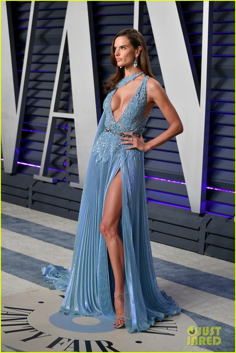 Adriana Lima Amp Alessandra Ambrosio Join Fellow Victoria S Secret Angels At Oscars 2019 Party