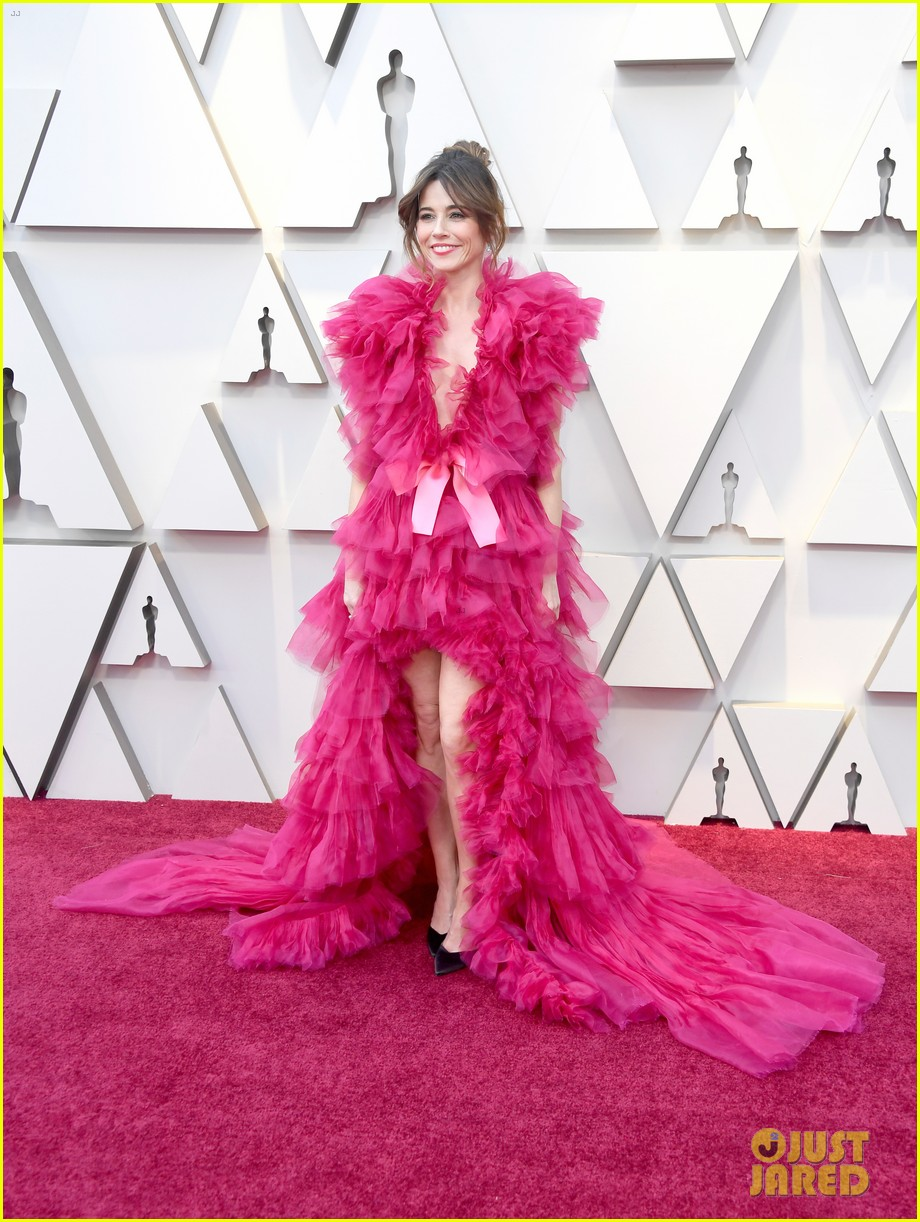 Linda Cardellini Is Pretty in a Pink Tulle Dress at Oscars ...