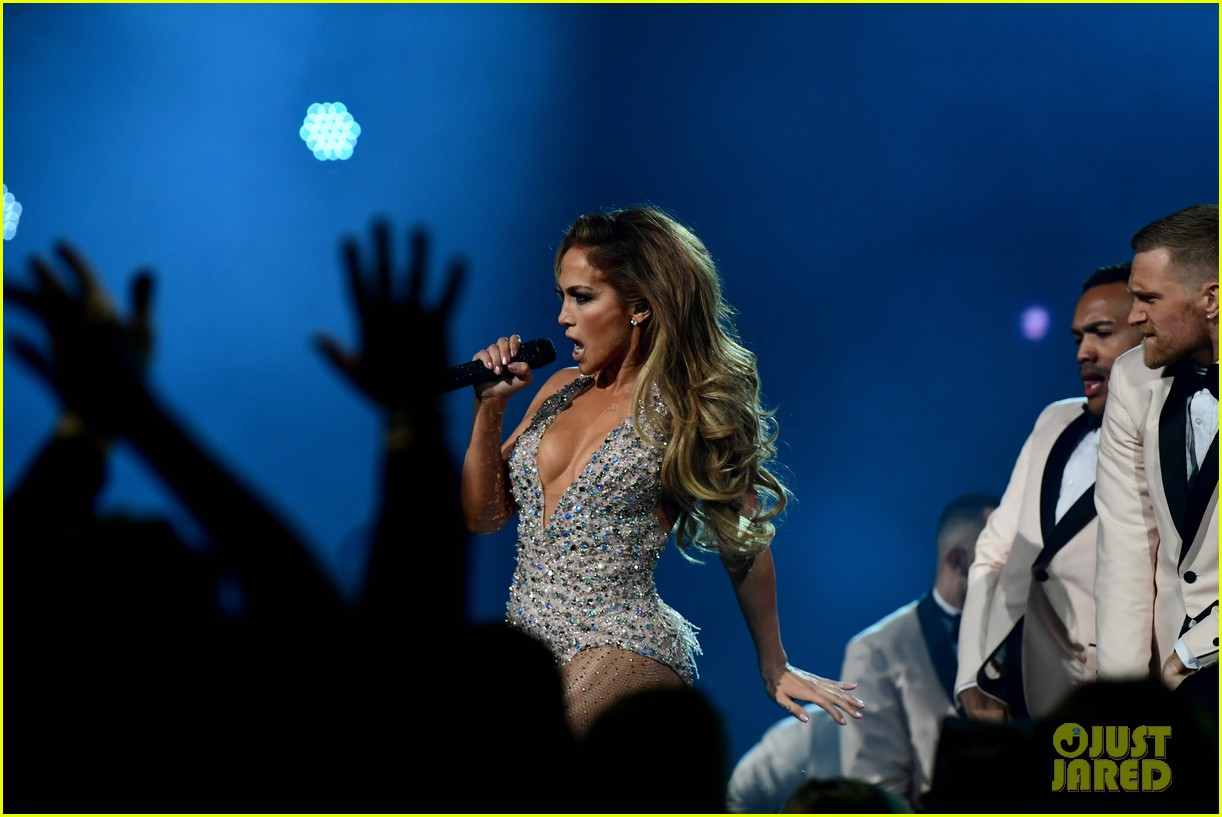jennifer lopez responds motown performance backlash 054237222