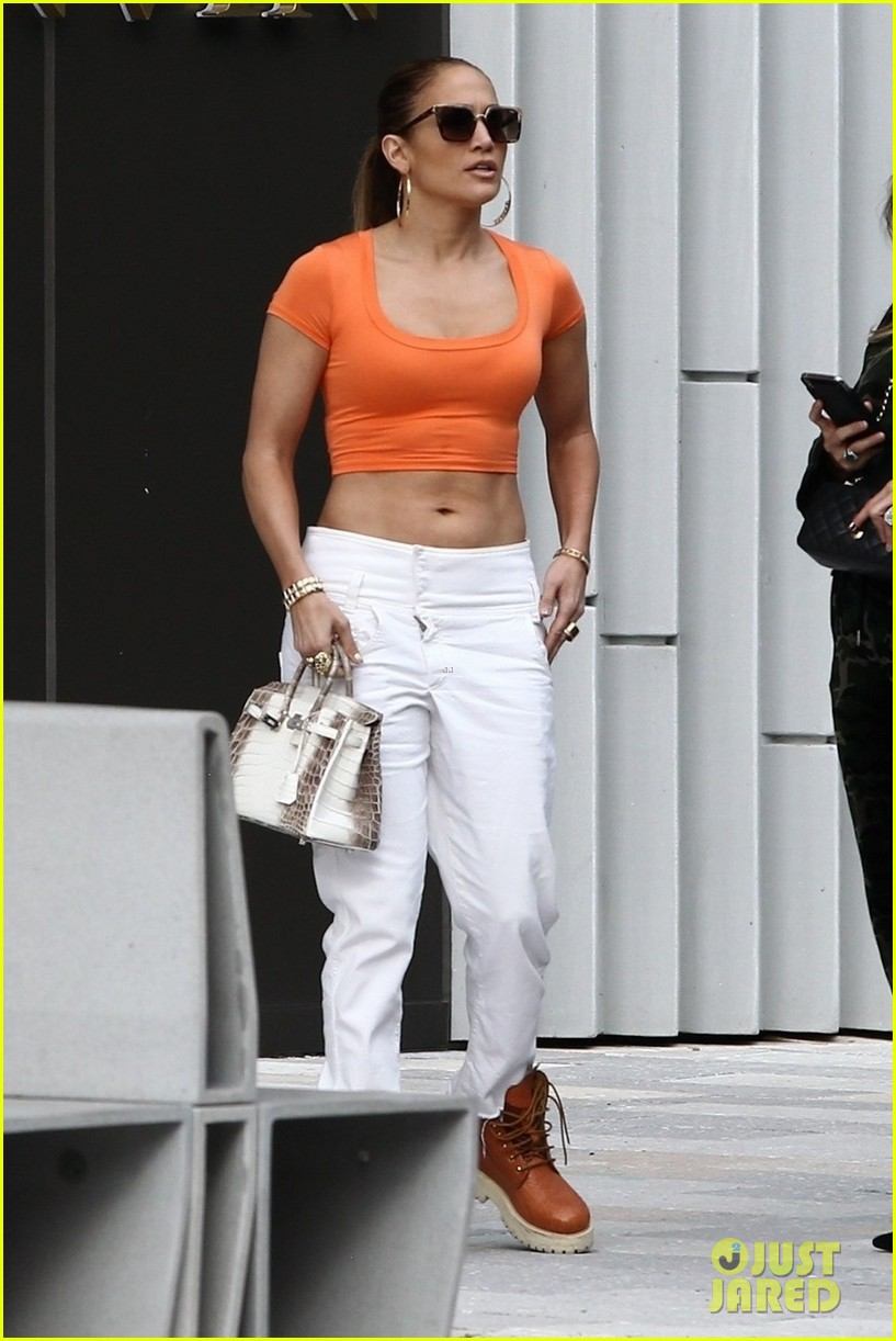 jennifer lopez flaunts her abs while shopping with alex rodriguez 09