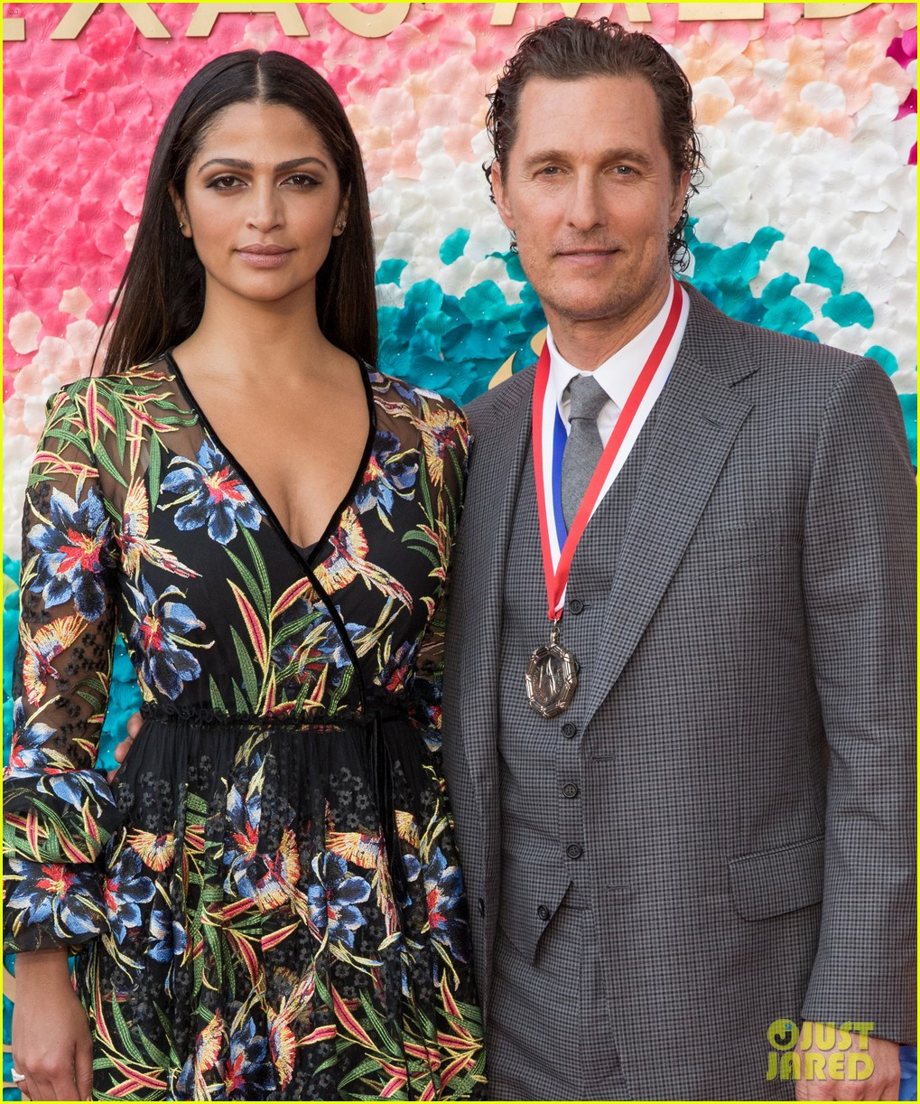matthew mcconaughey gets honored at texas medal of arts awards with family by his side 014249608